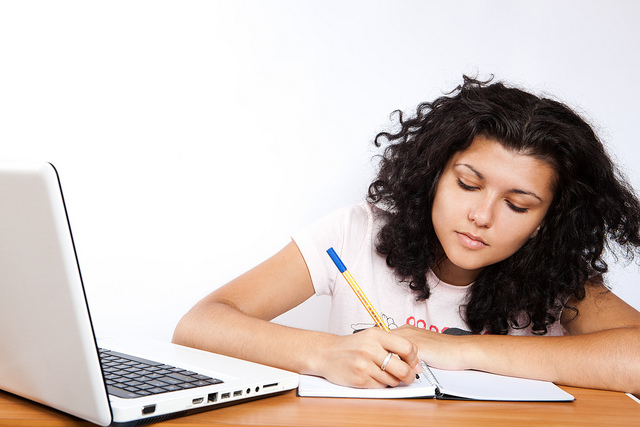 Poţi să acorzi meditaţii online în regim de freelancer!