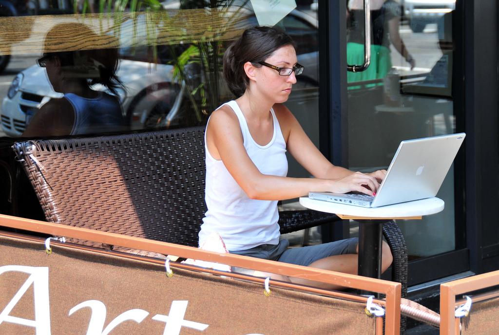 Ce faci când lucrezi ca freelancer şi clienţii tăi îţi dau mari bătăi de cap?