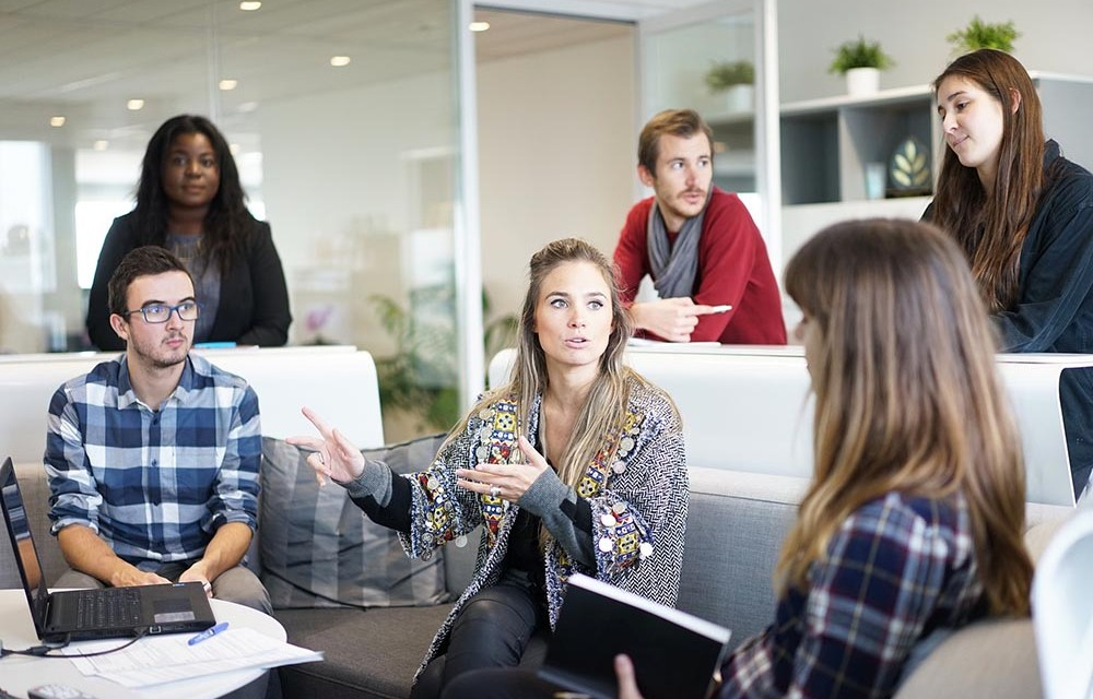 Freelancer part-time. Angajat full-time. Cum gestionezi munca?