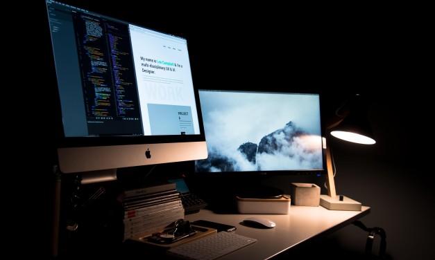 O lampă de birou ideală pentru cei care lucrează până noaptea târziu